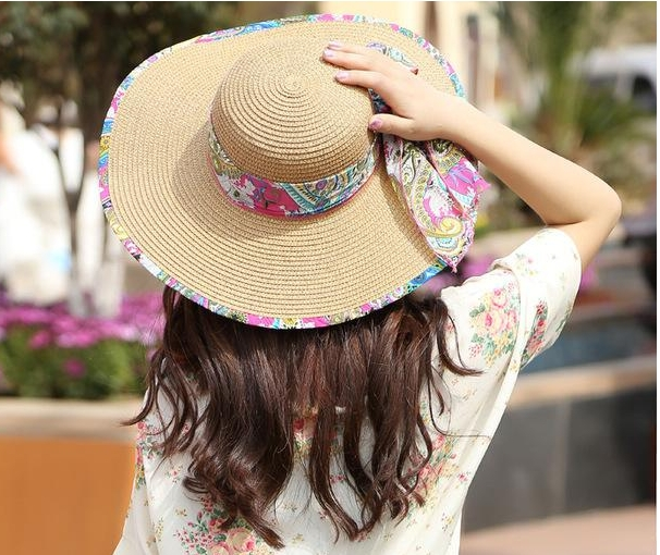 The straw hat not only at the beach