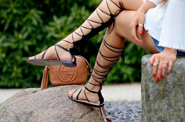 Zara falls Chloé sandals