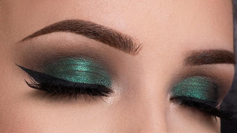 How to apply metallic makeup