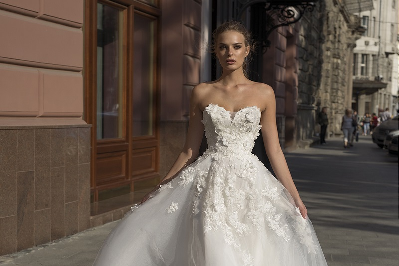 Daring and sexy wedding dresses